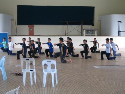 Fred melatih penari