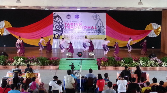 Persembahan Tarian Rampaian Melayu