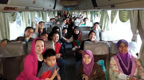 Di dalam satu bas