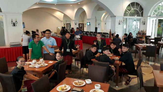 Di Dewan Makan
